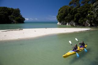 Sea Kayaking in the Abel Tasman National Park (image thanks to Kahu Kayaks)
